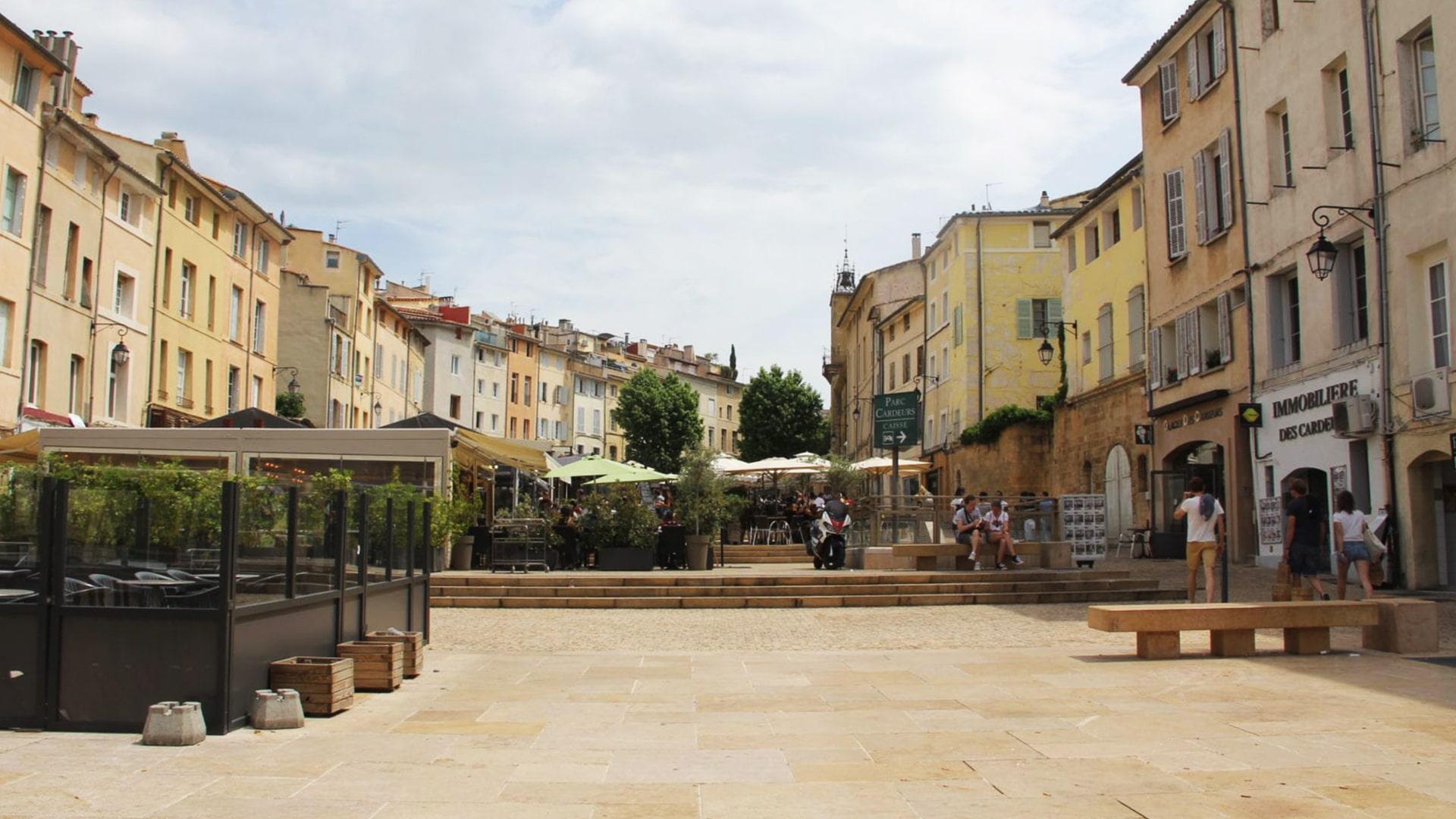 Visiter Aix-en-Provence : la place Forum des Cadeurs