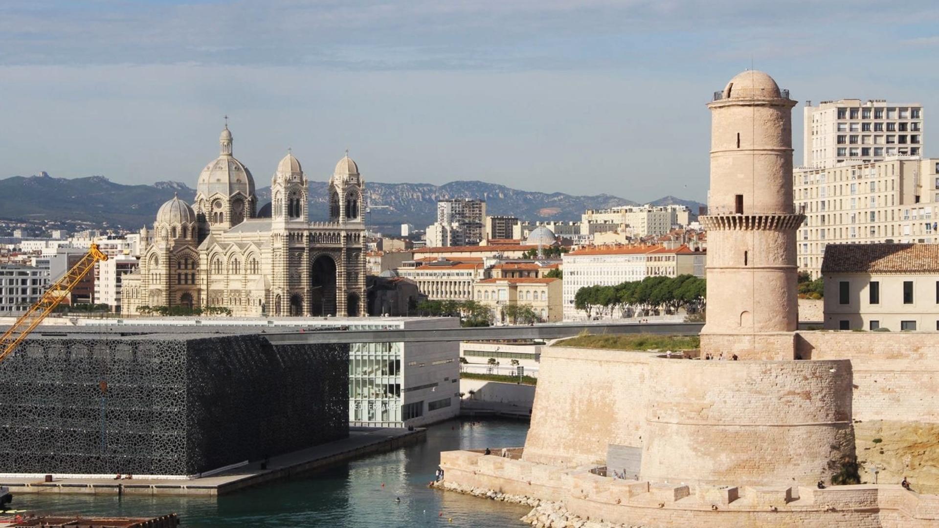 Le fort Saint Jean est l'un des endroits les plus beaux et les plus touristiques de Marseille