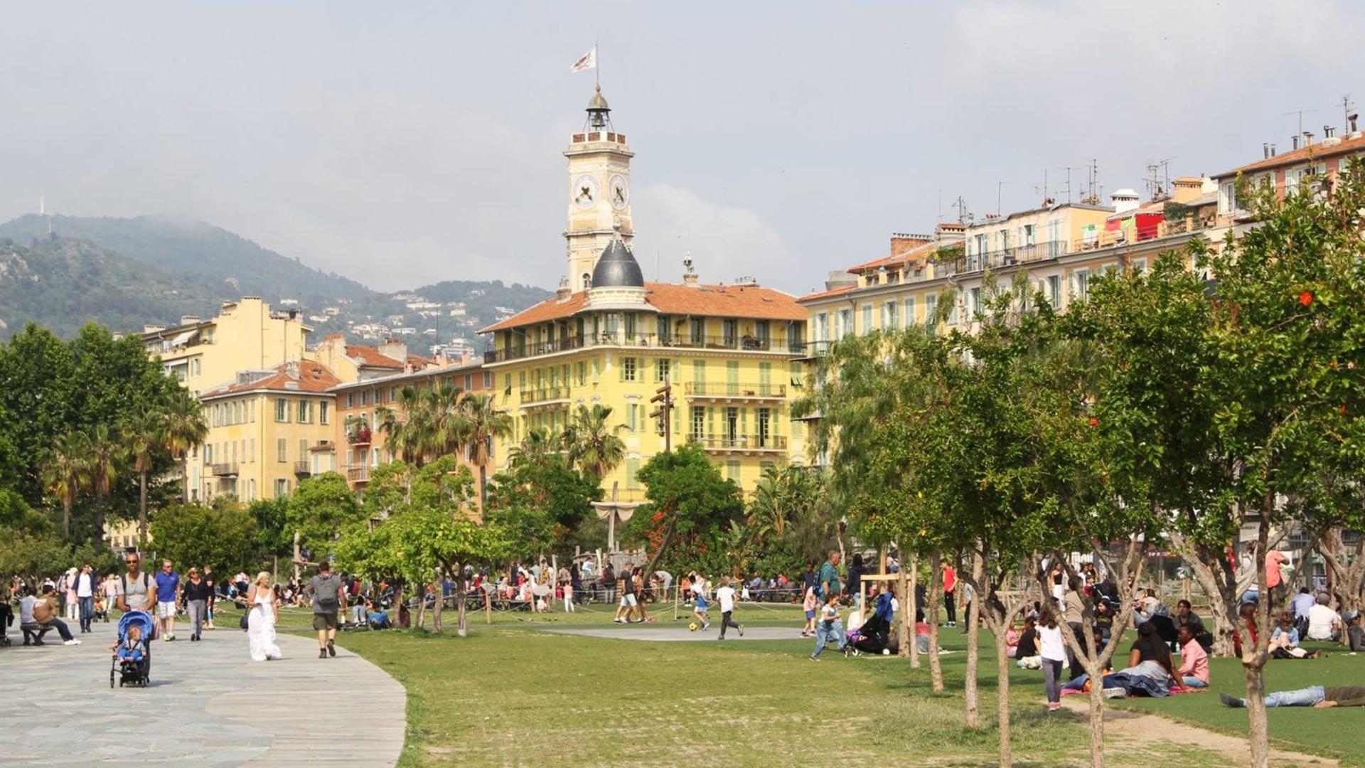 Visiter Nice : la place Masséna