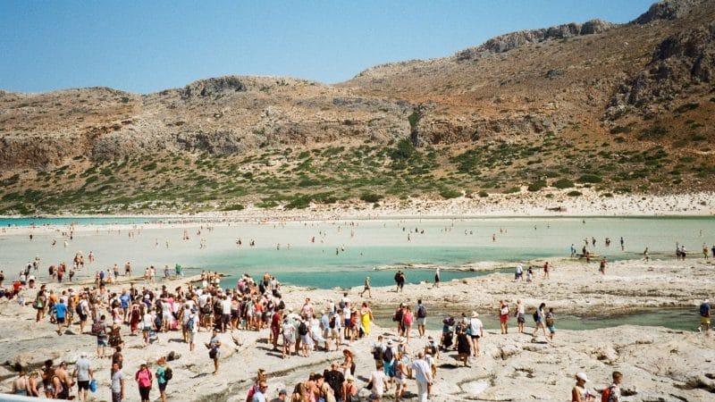 Touristes en voyage, sur la plage