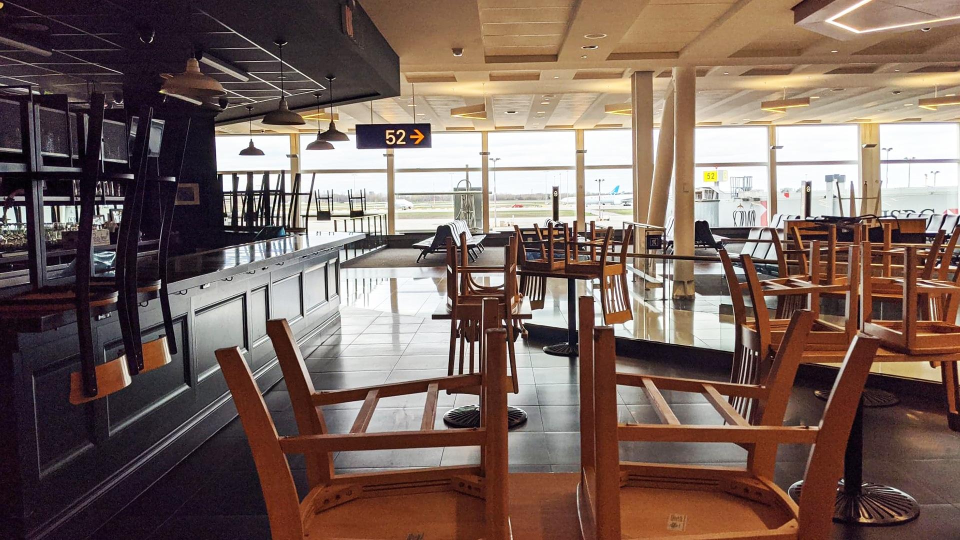 Prendre l'avion pendant le coronavirus : les restaurants sont fermés