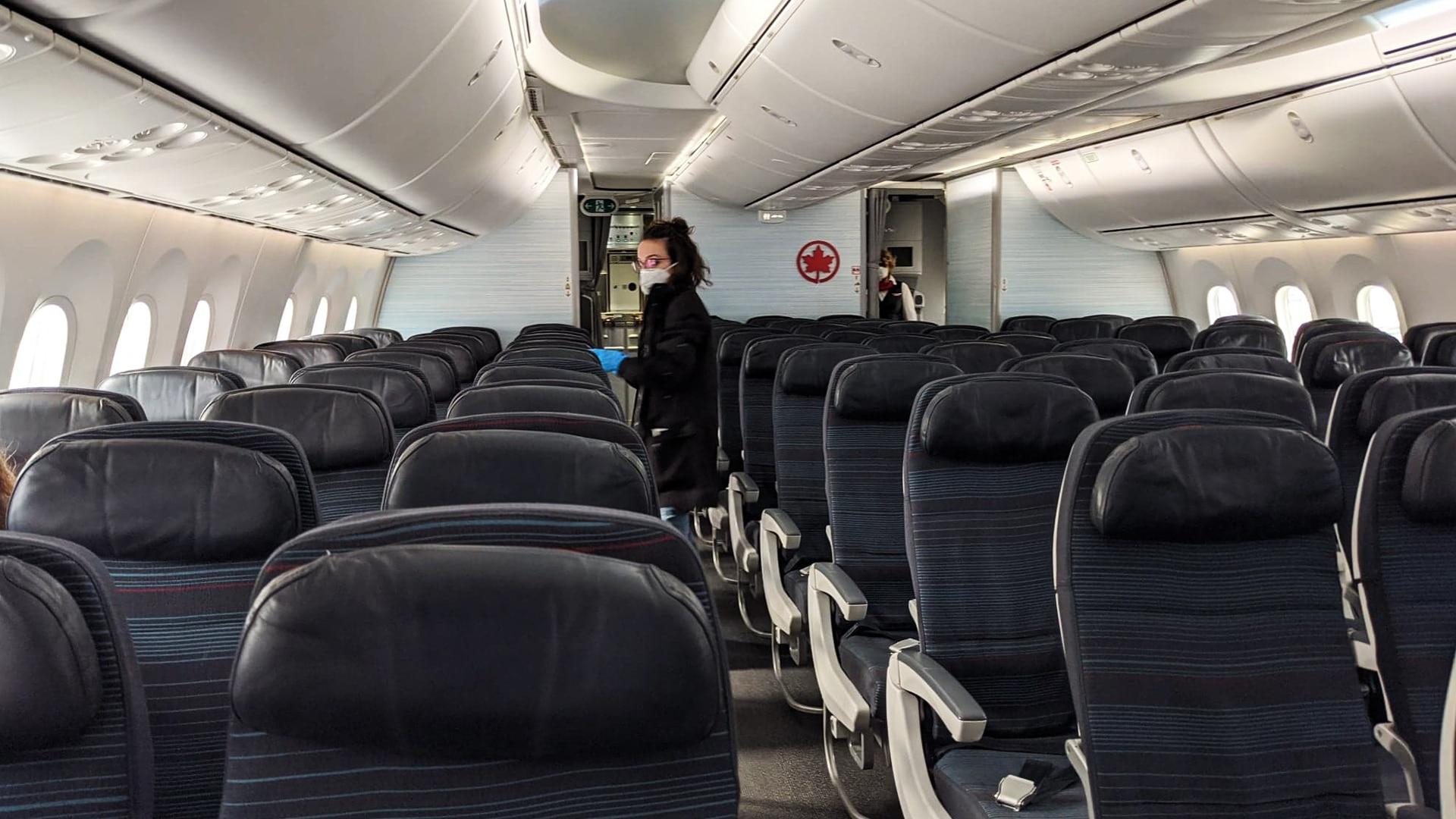 Prendre l'avion pendant le coronavirus : il faut éviter les toilettes