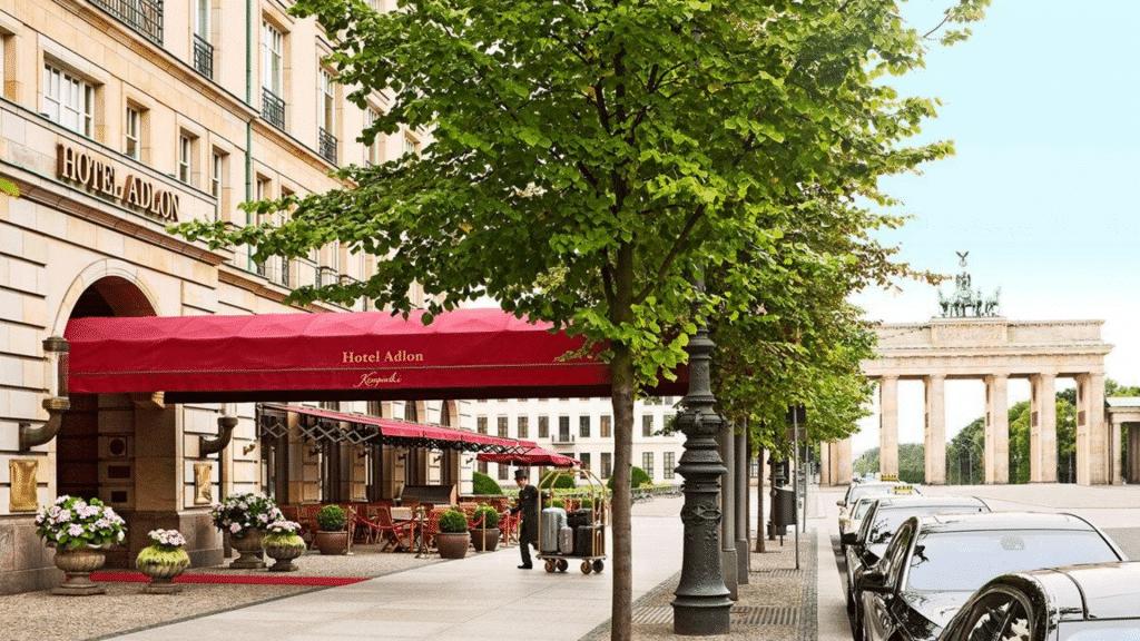 Parisi-Udavr-Budapest Entrée
