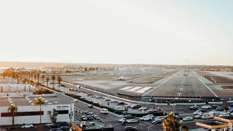 Avions sur le tarmac à l'aéroport