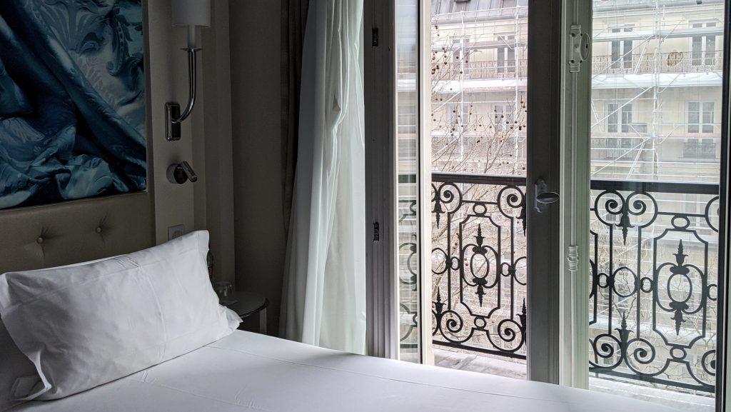 Avis mitigé sur la chambre de la Villa Haussmann à Paris