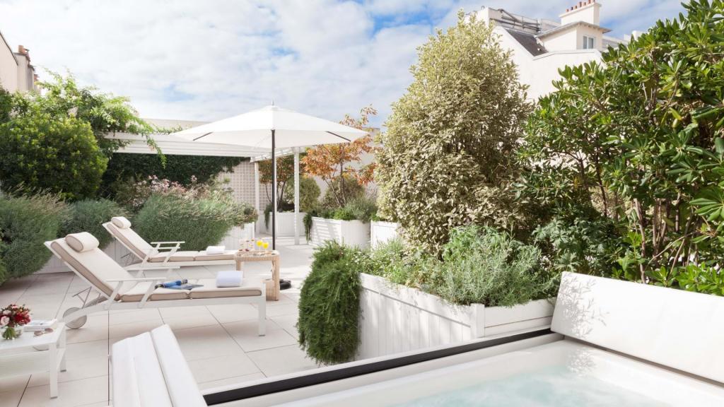 Suite Terrasse Jacuzzi | Le Bristol Hôtel 5 Étoiles Paris