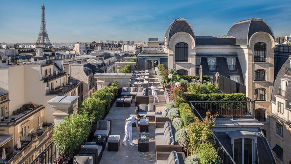 Terasse rooftop The Peninsula Paris restaurant L'Oiseau Blanc