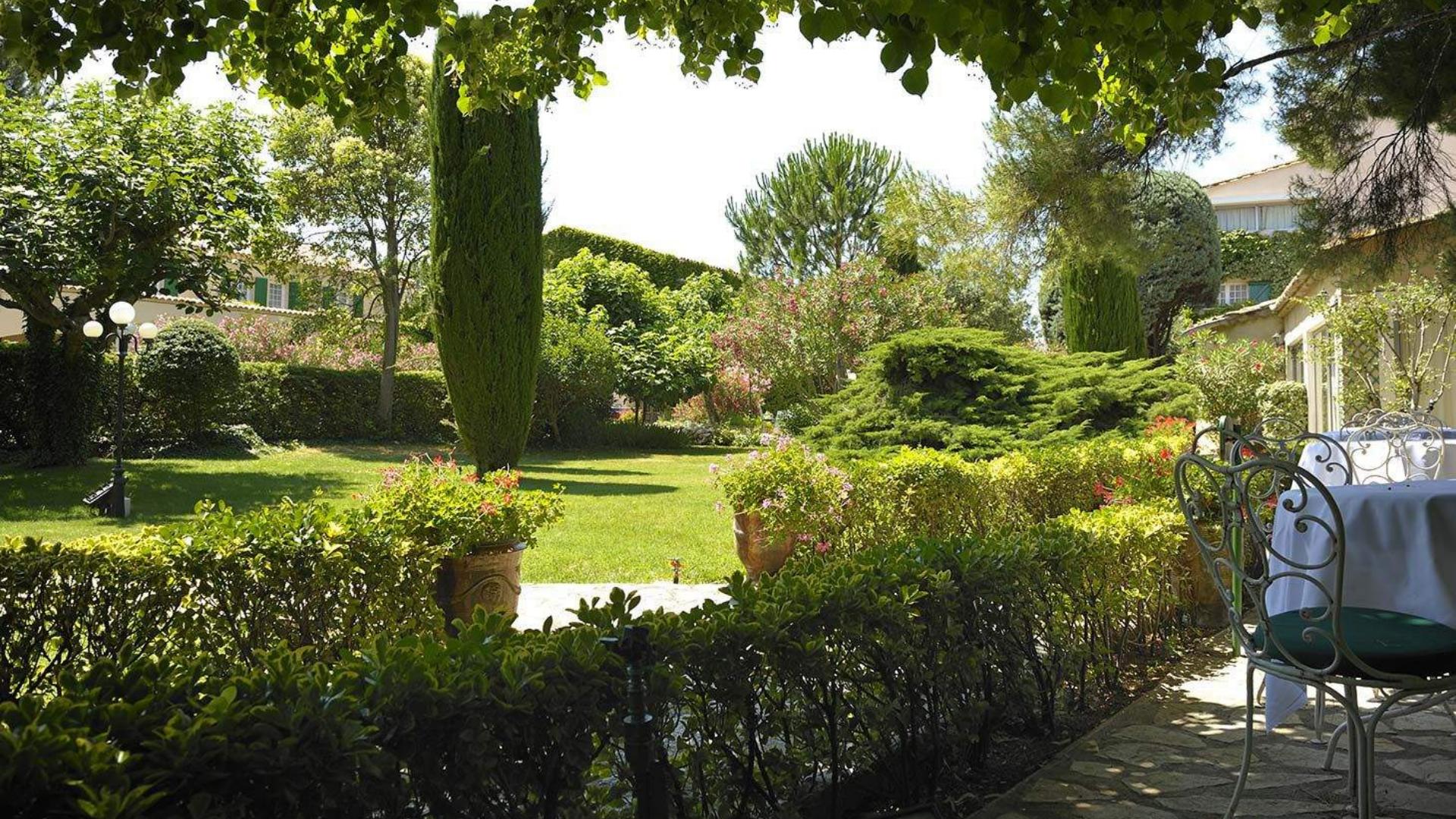 Hôtel · Auberge de Cassagne · Hotel de luxe 5 étoiles Avignon, Provence - Jardin