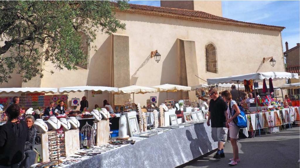 Marché artisanal -c- S. Pascarel-Office de Tourisme Ramatuelle