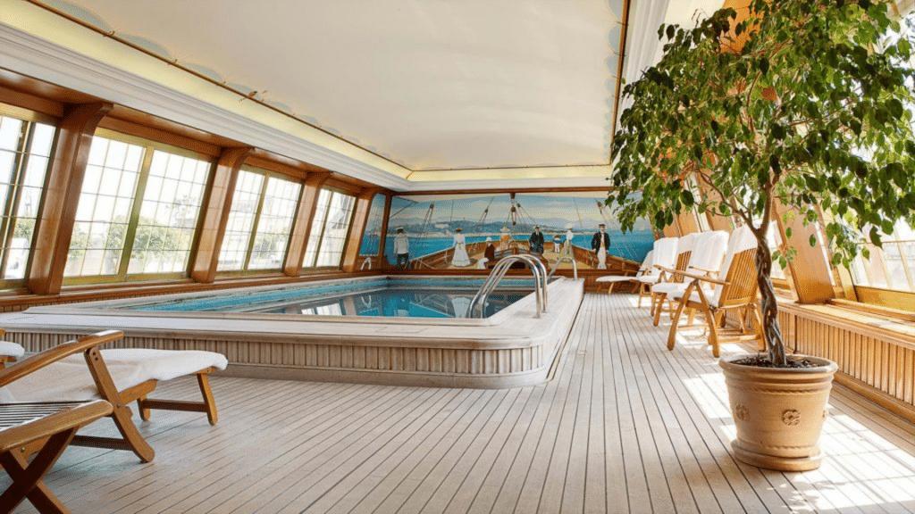 La piscine de l'hôtel Bristol Paris