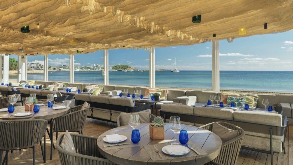 W Ibiza, Espagne - restaurant bord de mer